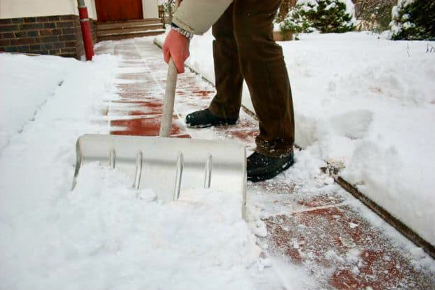 Shovel Hack | Cold Weather Hacks To Keep You Cozy This Winter
