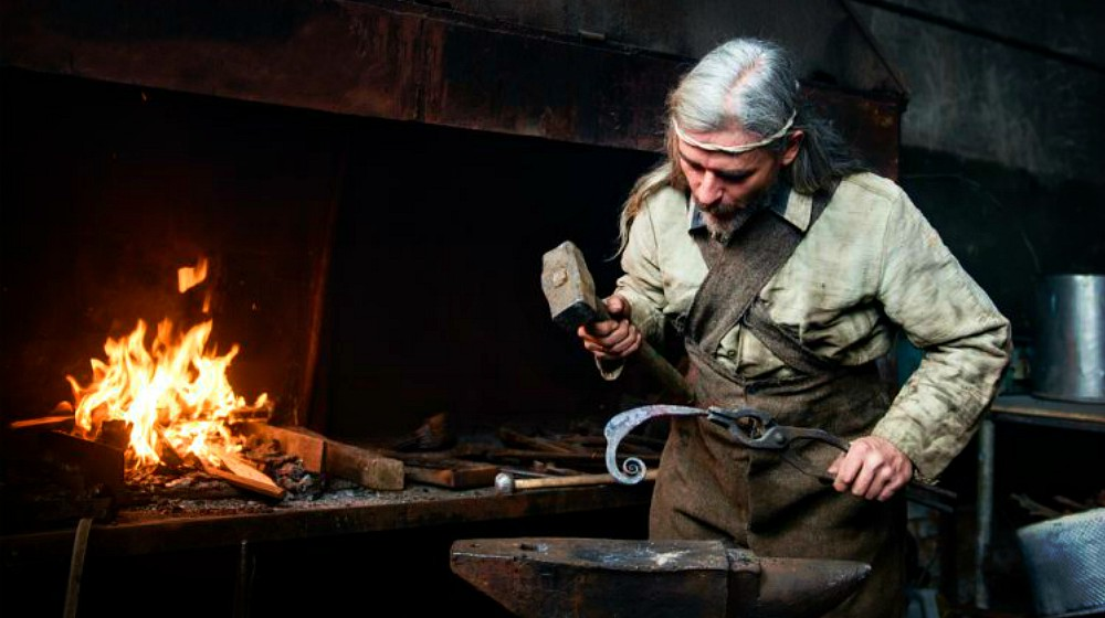 Feature | Blacksmithing Tools That Are Essential For The Basics | Homesteading | Blacksmith Projects For Beginners